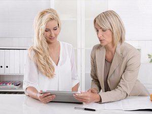 20160328182502-business-women-working-analyze-analizing-documents